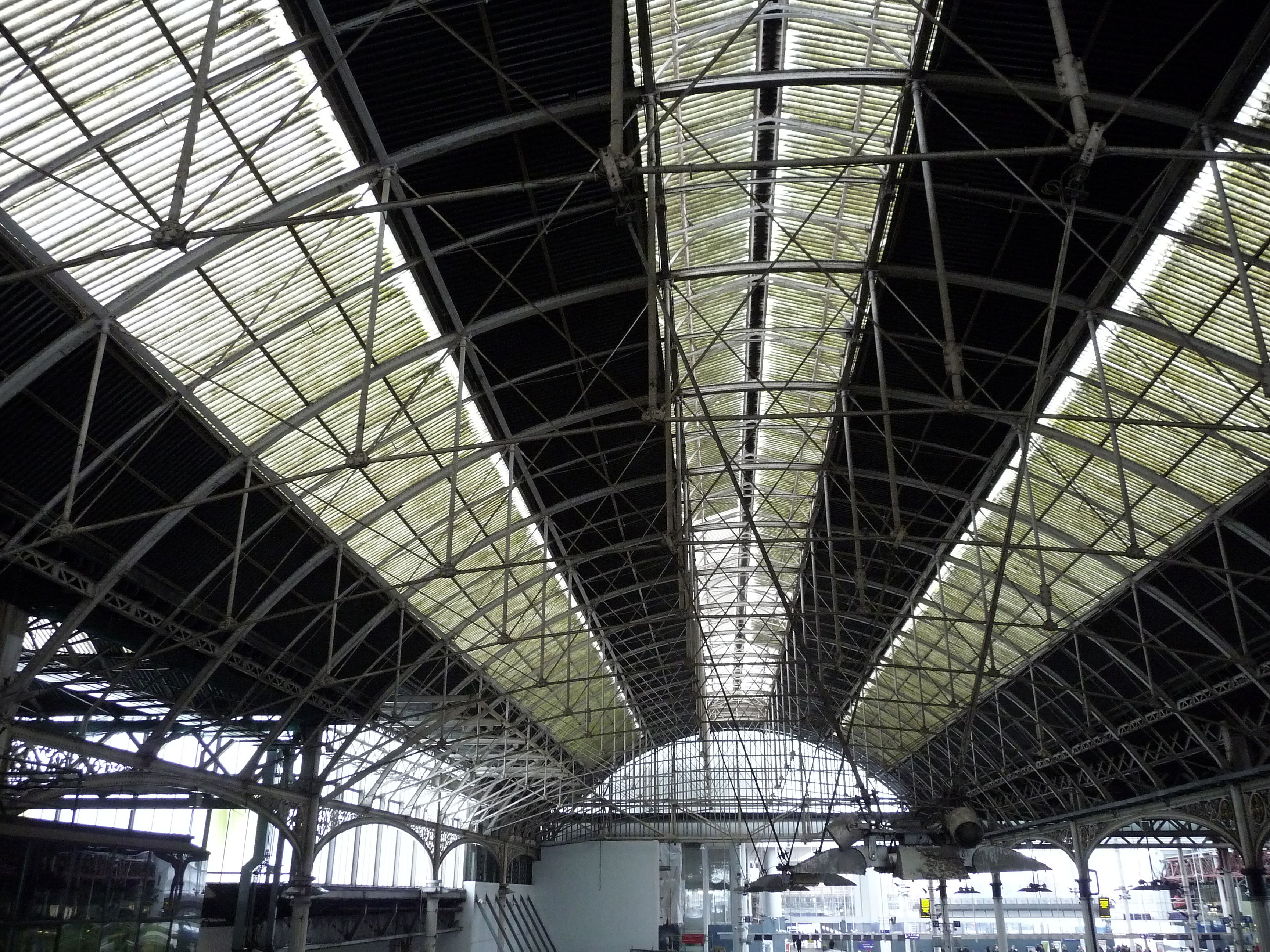 London  Bridge - roof of the 1864-6 train shed. � Robert Carr