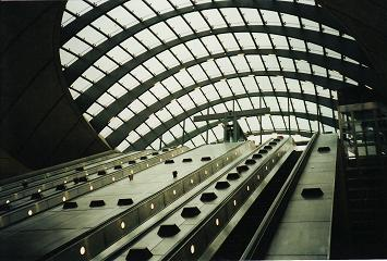 Canary Wharf tube station. � Robert Mason
